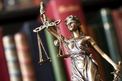 « Ne restons pas sur le carreau ! » : comment des mères sociales bravent la justice pour être reconnues