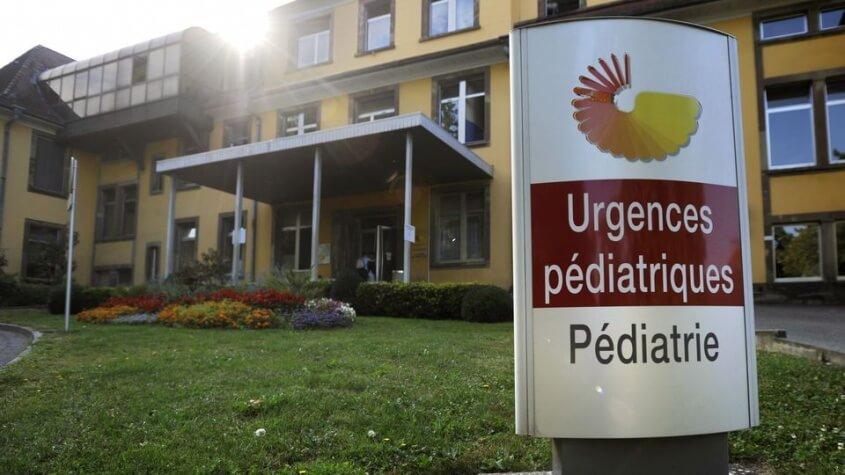 Seule la vraie maman peut venir : une mère lesbienne refoulée aux urgences pédiatriques